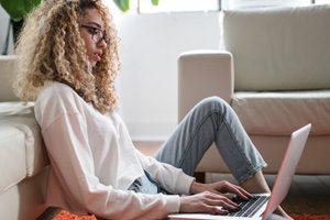 Starting an online business woman